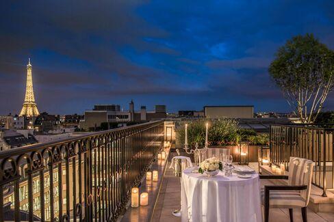 A garden suite at the Peninsula Paris.