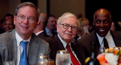 "Vernon Jordan, far right, ""the Rosa Parks of Wall Street,"" joins Eric Schmidt, chairman of Google Inc., left, andWarren Buffett, chairman of Berkshire Hathaway Inc., center, at the Economic Clubfor a 2012 dinner."
