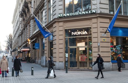 Nokia Debt Rating Cut to Junk at Fitch