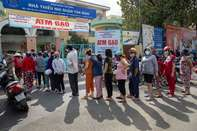 """Rice ATMs"" Dispense Free Food to Out-of-Work Vietnamese"