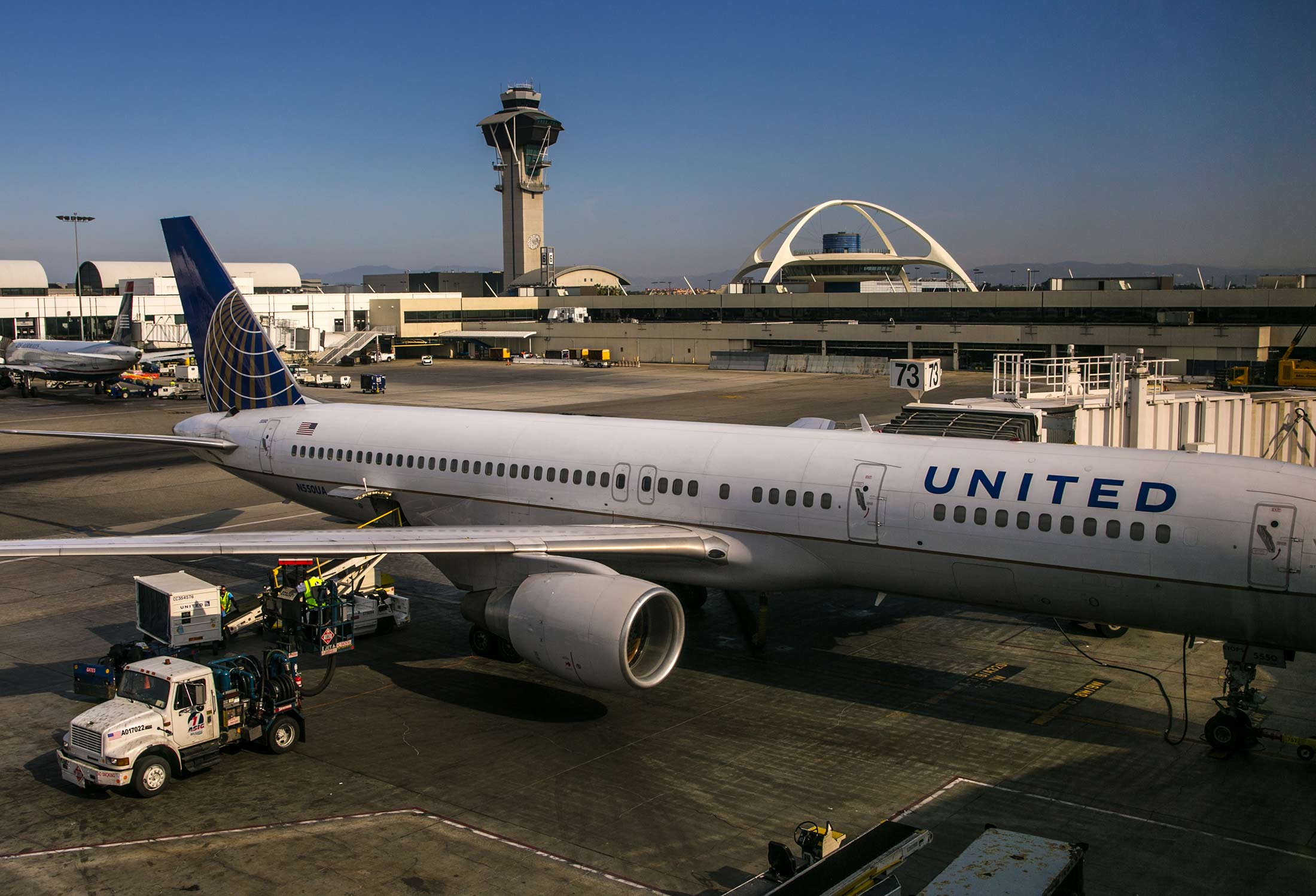 united airlines said to plan los angeles push in comeback effort