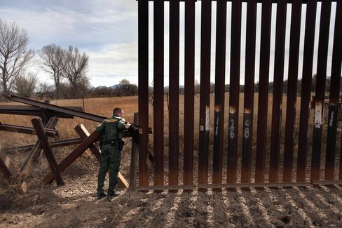 Arizona's State-Owned Mexico Border Fence Attracts Donors