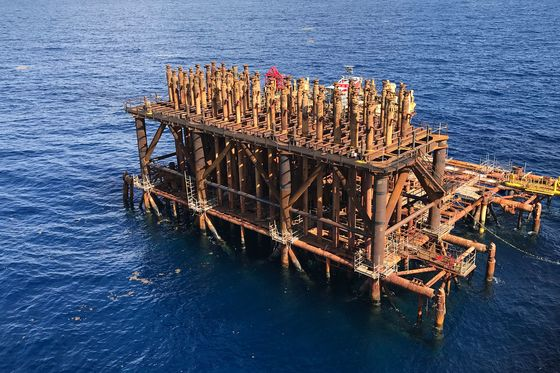 How an Offshore Oil Rig Becomes an Artificial Reef