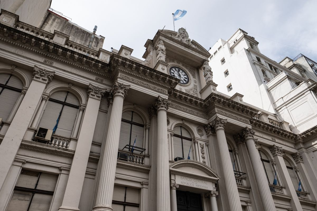 Argentina's Central Bank Raises Rate Floor to 78% as Prices Soar