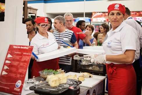 Norway's Crown Prince Visits Supermarket To Drum Up Cod Sales