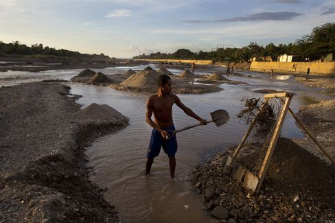 East Timor Ends First Decade Fighting Oil Curse as Fund Grows