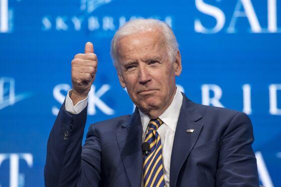 Beto, Bernie and Biden Keep Iowa-Caucus Democrats in Suspense