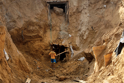Rebuilding tunnels destroyed by Israeli airstrikes in November 2012