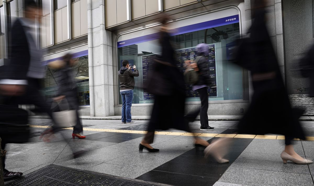 Japan Stocks Jump, China Sinks; Yields Edge Higher: Markets Wrap