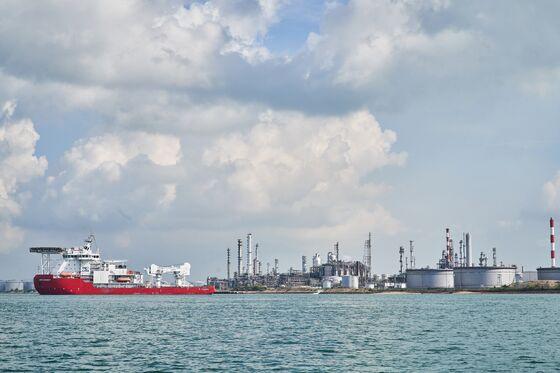 Singapore Prepares to Swap Oil Hub Status for Greener Future