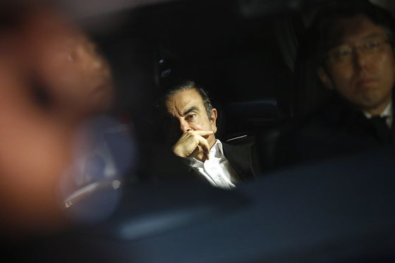 Nissan, Renault Discuss Future as Ghosn Seeks to Regain Clout