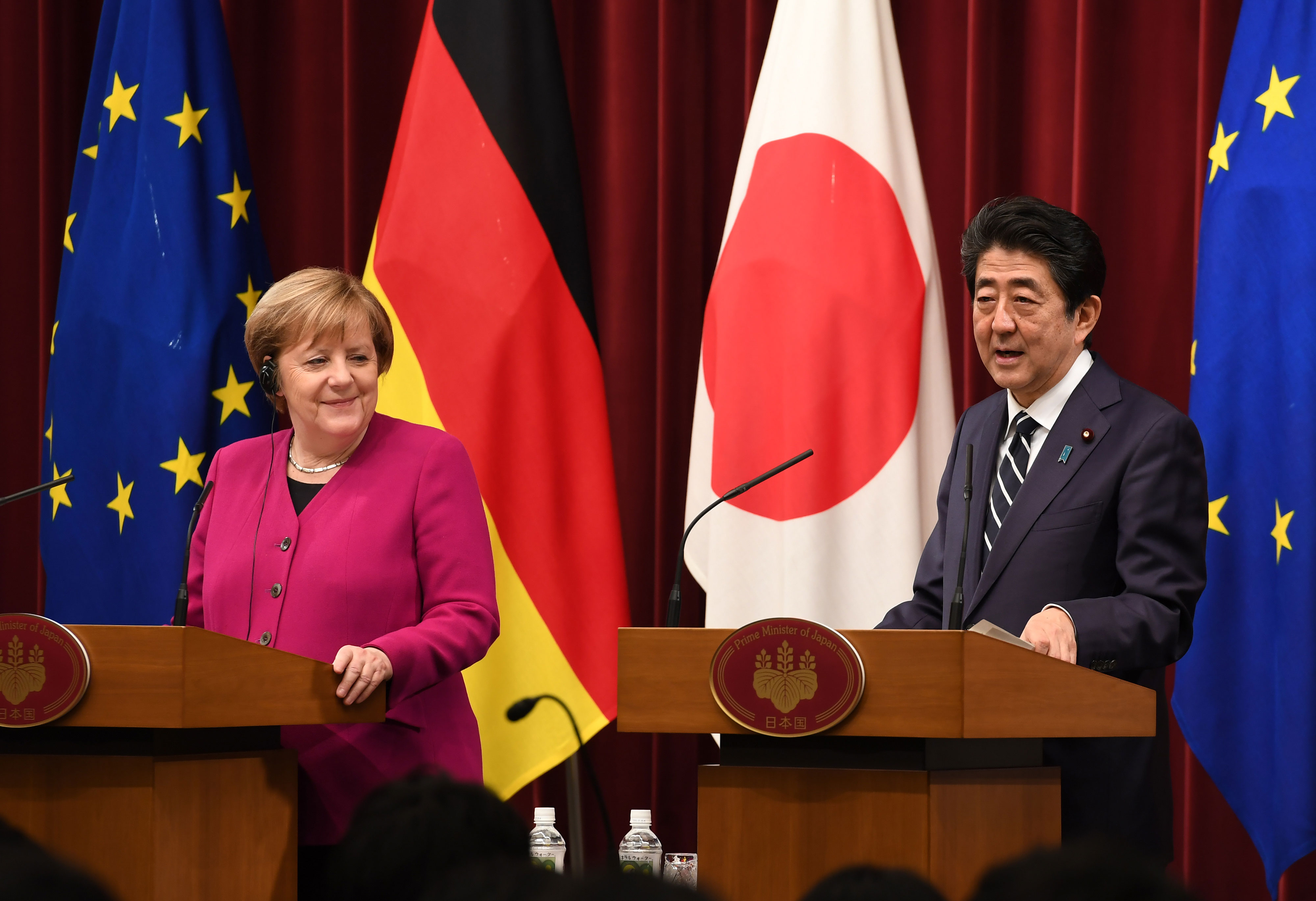 Merkel and Abe Seek to Avoid Chaos From No-Deal Brexit