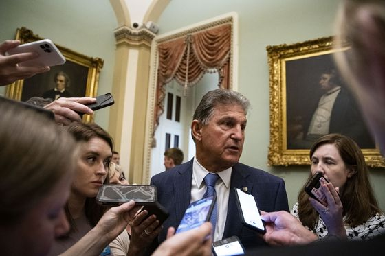 Manchin Jolts Democrats by Urging 'Pause' on $3.5 Trillion Bill