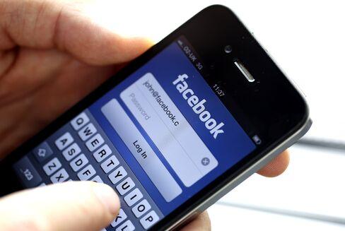 Facebook Fought SEC to Keep Mobile Risks Hidden