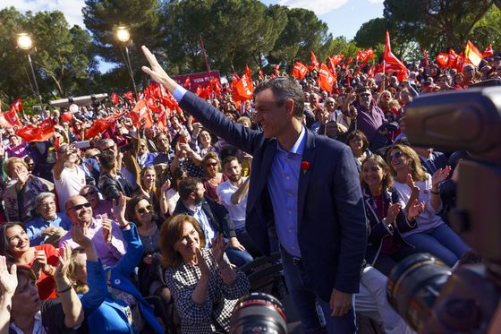 Sanchez Is Front-Runner as a Divided Spain Charts Political Path