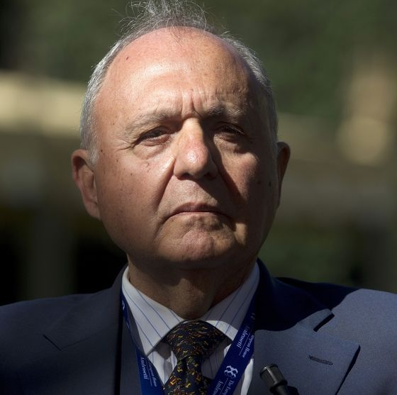 Economist Urging Euro-Exit Plan B Tipped as Italy Finance Chief