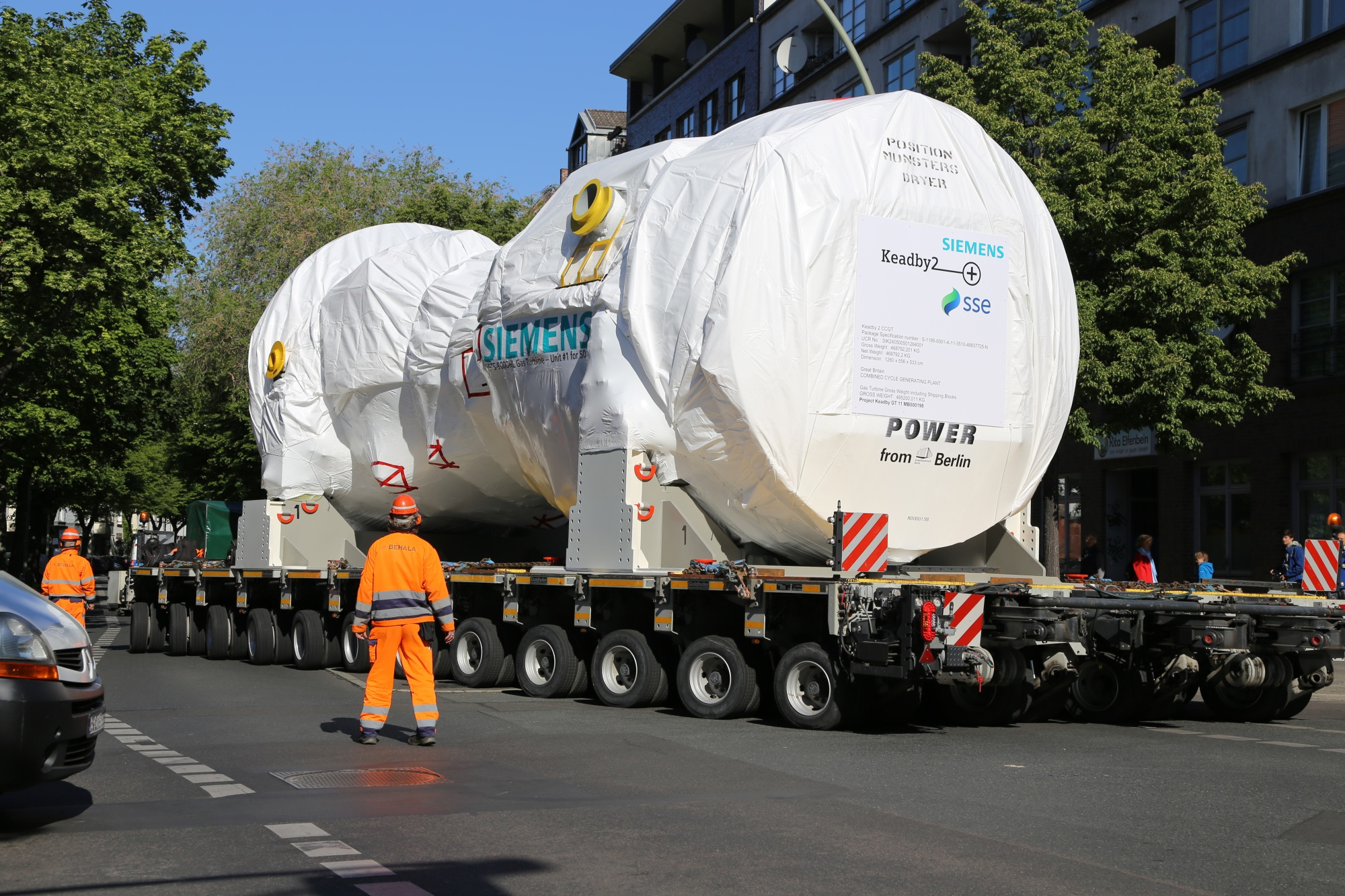 A Siemens gas turbine arrives in the U.K. destined for the Keadby-2 power station