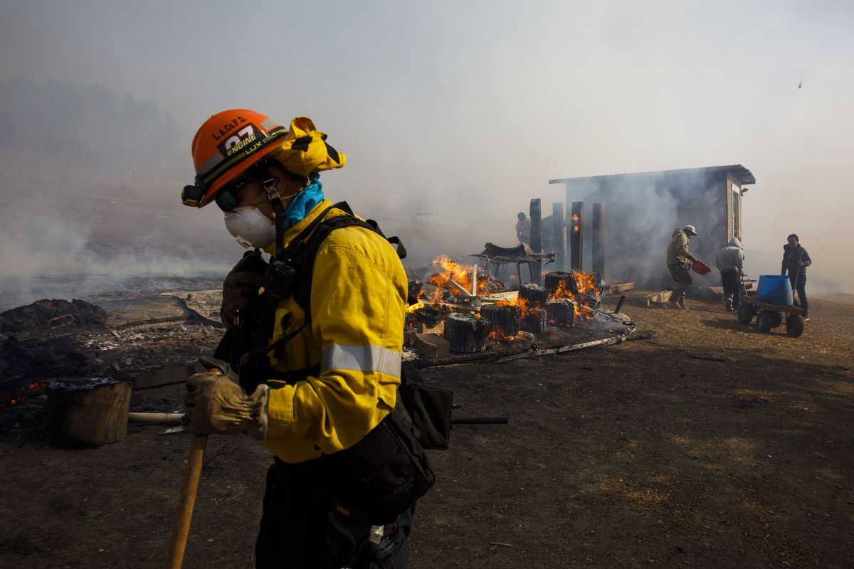 Fierce Winds, Blackouts Persist as California Waits for Relief