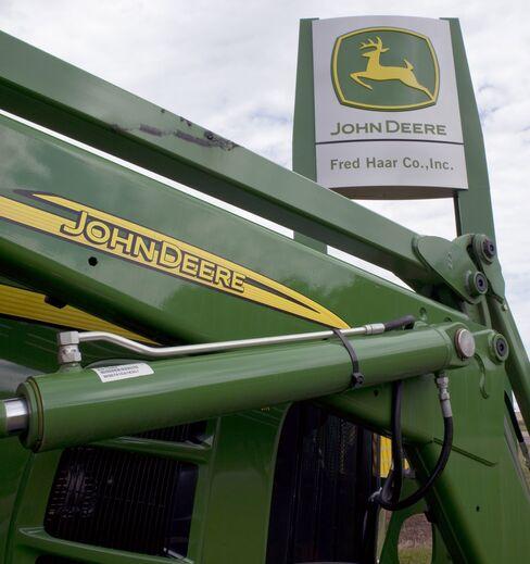 Deere profit tops estimates