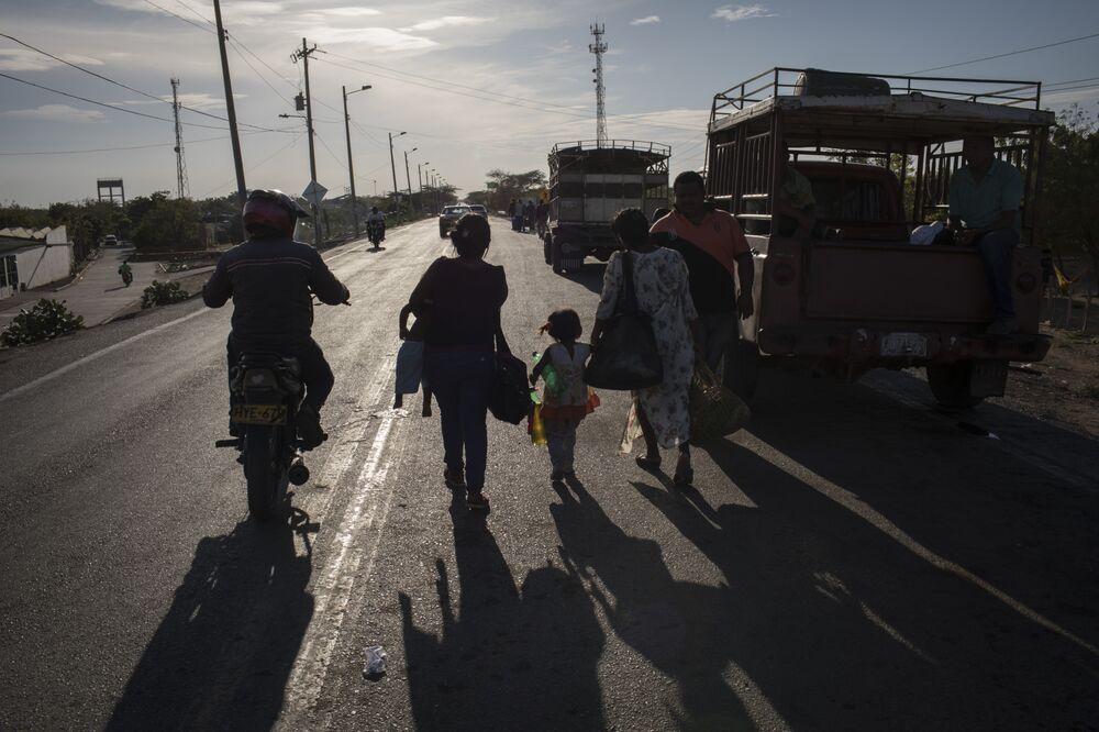 Colombia Reviews Deficit Limits Amid Venezuela Migration Crisis