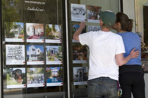 U.S. House Prices Rose 7.2% in Year Through March, FHFA Says