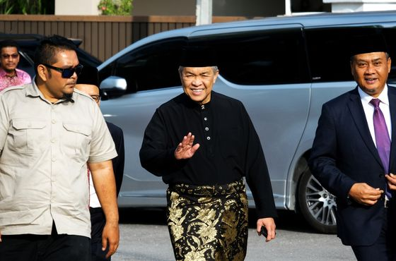 Malaysia Politics Upended Again as Key Party Calls on PM to Quit