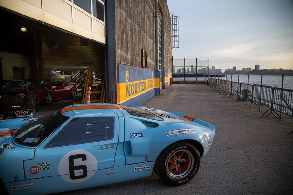 Classic Car Club Manhattan New Location At NYPD Stable Pier - Classic car club