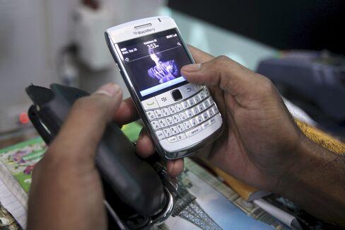RIM Defies Critics by Finding Sales Overseas