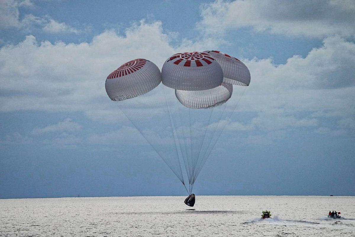 SpaceX's Private Spaceflight Touches Down Off Florida Coast