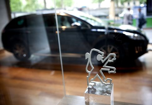 Peugeot, Fiat Debt Ratings Cut by Moody's on Europe Concerns