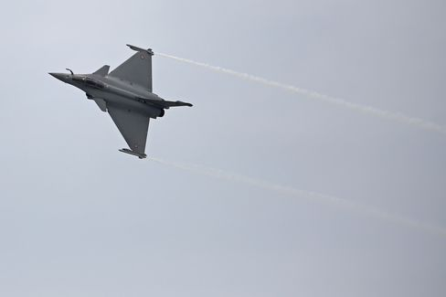 EADS Urged by Investor to Quickly Sell Dassault Aviation Holding