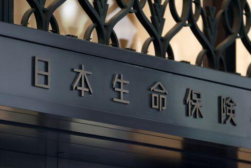 大阪の日本生命ビル入り口