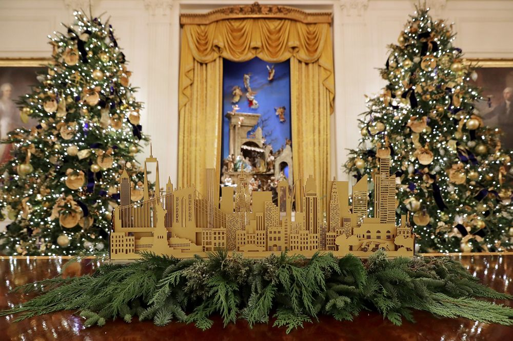 Whitehouse Christmas Decorations.Melania Trump Unveils White House Christmas Decorations