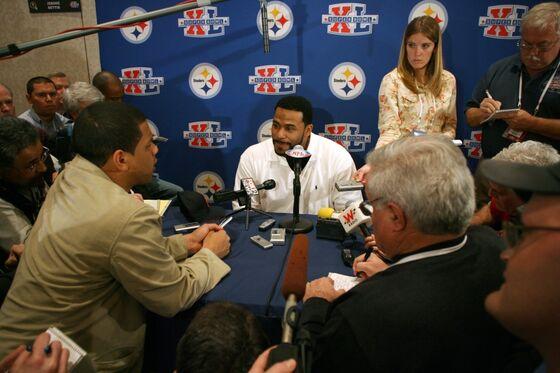NFL Hall of Famer JeromeBettis Sues Top U.S. Gas Driller on Race Bias