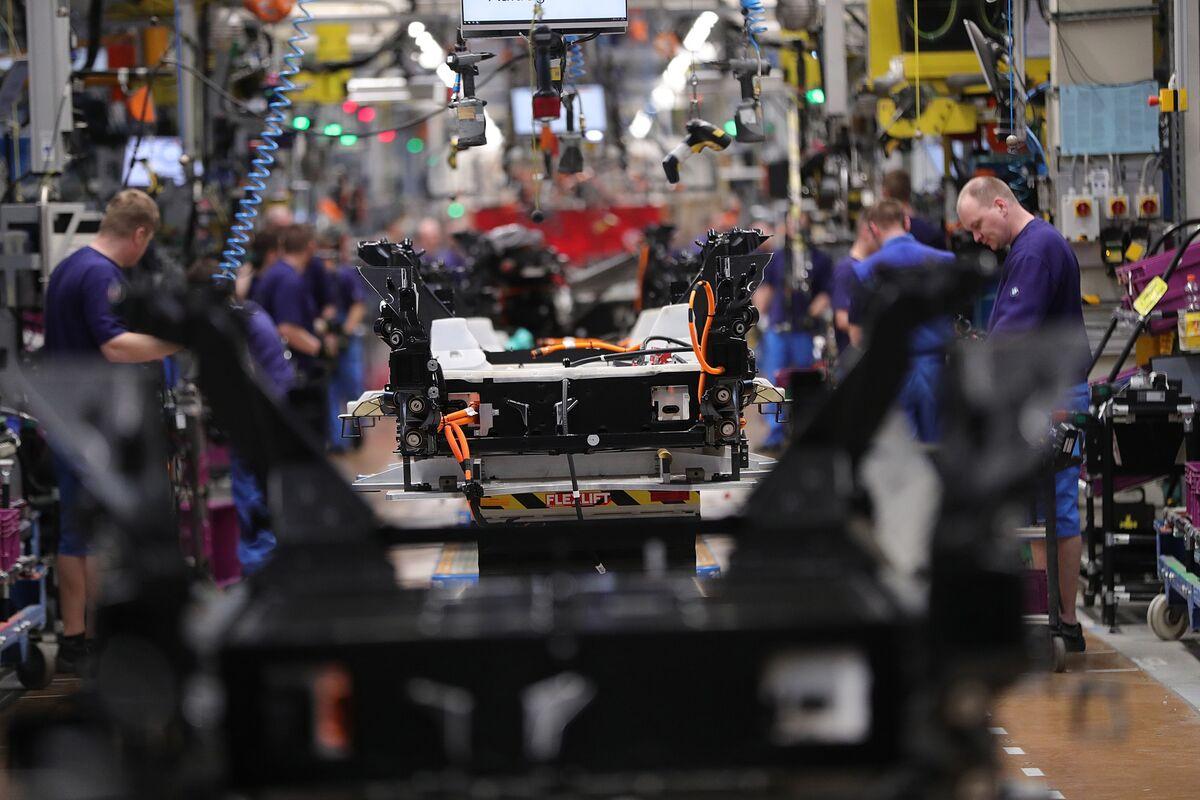 German Profit Warnings Signal Trade Woes May Trigger Recession