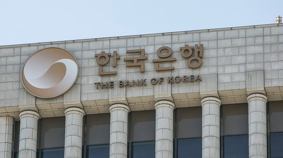 Bank of Korea Hikes Rate With Debt Risk Seen Bigger Than Delta