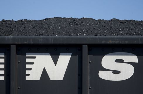 Norfolk Southern Sees Profit Trailing Estimates as Volumes Drop