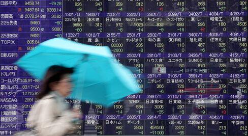 Japan's Stocks Fall on Earnings; Australian Bond Yields Decline