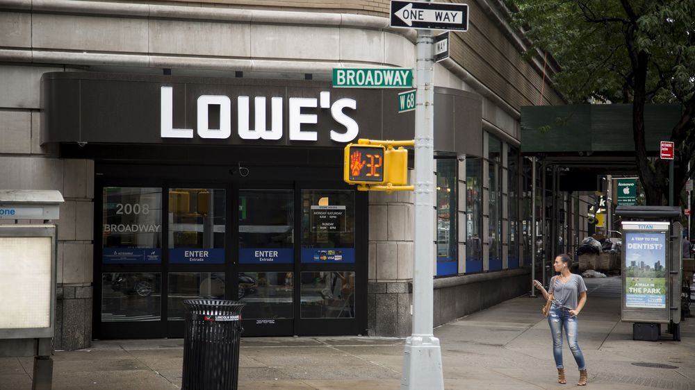 Lowe's Squeezes Into Manhattan Space as Big-Box Era Fades