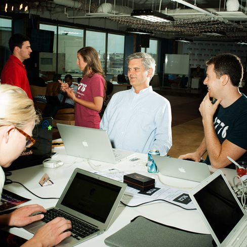 Case with budding entrepreneurs at a D.C. startup incubator