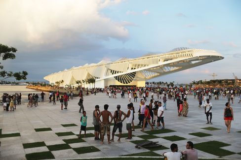 People gather at the opening day of the Museum of Tomorrow, designed by Spanish architect Santiago Calatrava, in 2015.
