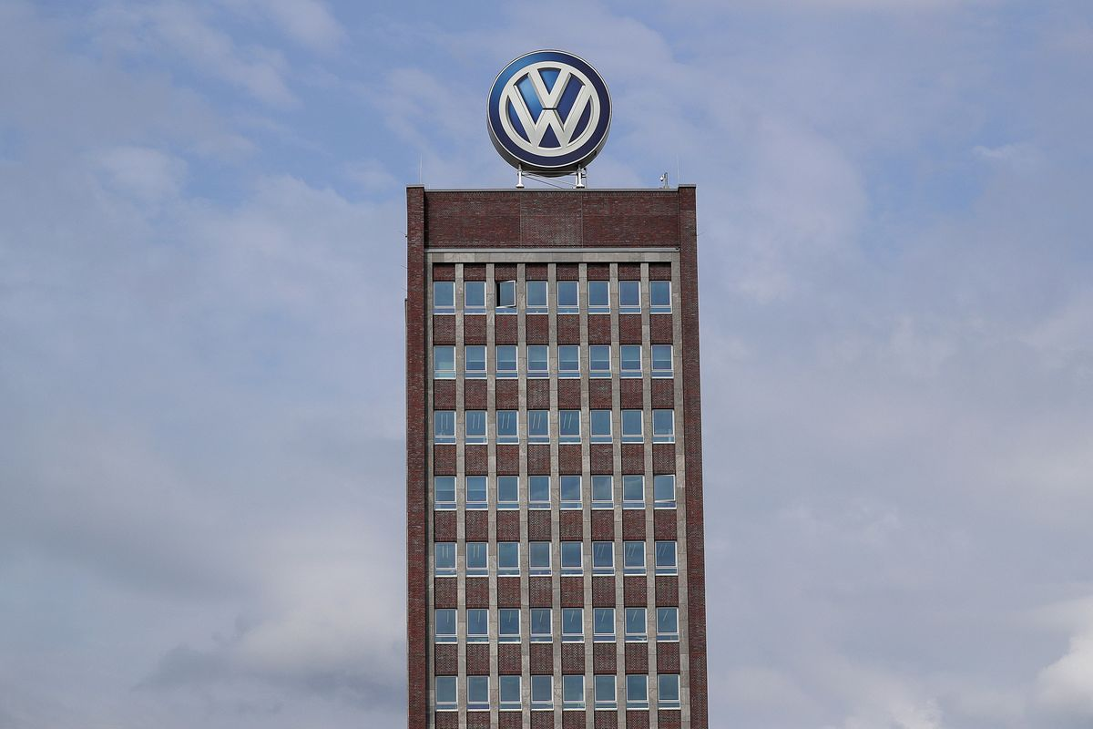 VW to Change Logo in Preparation for Electric-Car Era - Bloomberg