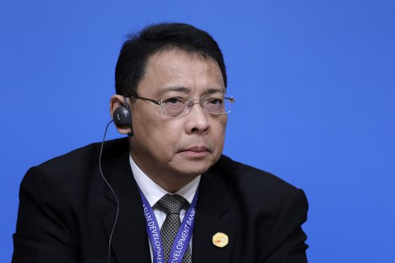 No Rush to Reverse Philippine Rate Hikes, Central Banker Says