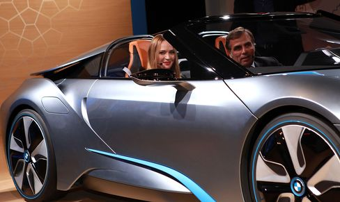 BMW Woos Uma Thurman as Europe's Slump Sparks Auto Ad War