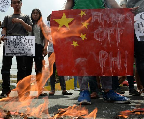 Students burn a replica of Chinese surveillance ships in Manila in March 2016.