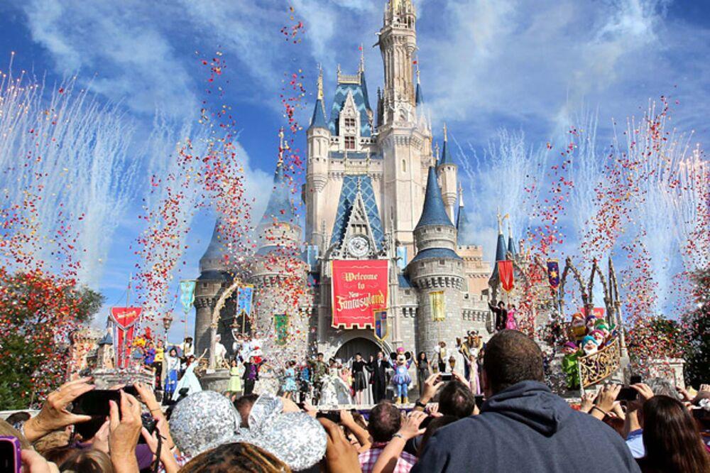 Disney S Magic Kingdom Nears 100 Tickets And The Crowds Keep