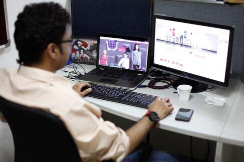 India's 0.1% Online Market has VCs Seeking New Facebook