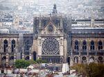 火災で大損害を受けたパリのノートルダム大聖堂