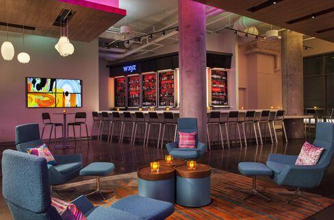 The bar at Aloft's Boston Seaport location.