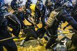 relates to 米政府、香港との境界での中国の動きを監視-部隊「集結」と米高官